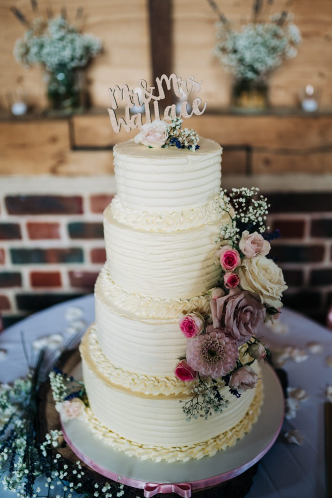 wedding cake at north barn