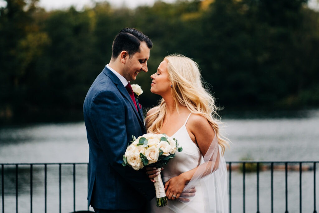 Danielle & Rob – Inn on the Lake
